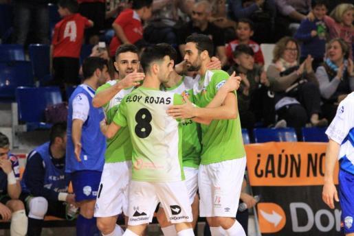Los jugadores del Palma celebrando uno de los goles.