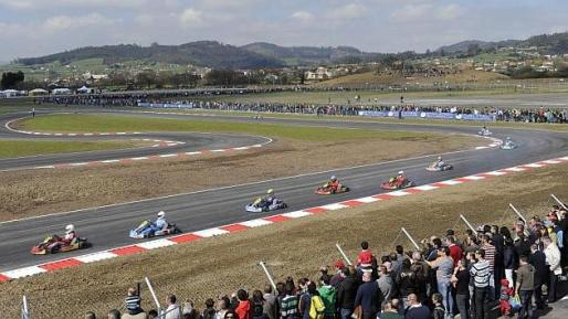 El joven, natural de Medina de Pomar (Burgos), se estrelló mientras se entrenaba en el circuito situado en Llanera, dedicado a Fernando Alonso, con otro monoplaza y quedó atrapado bajo el suyo.