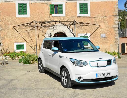 La casa de Colonias de Galilea nos ha servido como escenario para este vehículo eléctrico tan práctico en ciudad y divertido en carretera.