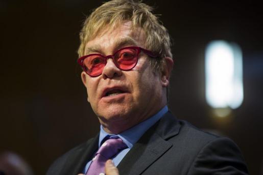 El músico y filántropo británico Elton John.