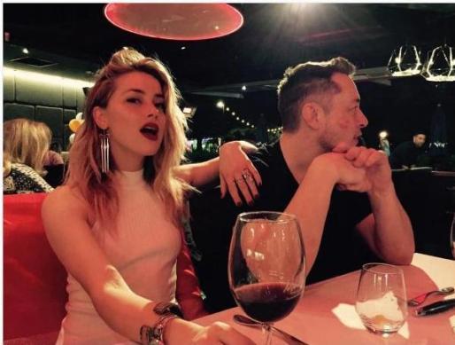 Amber Heard compartió en su cuenta de Instagram una foto en la que aparece junto a su nueva pareja.