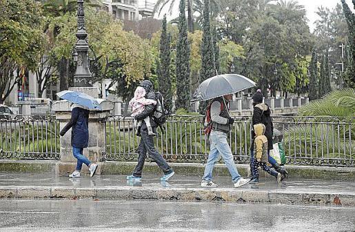 Este jueves habrá que sacar los paraguas y la ropa de abrigo.