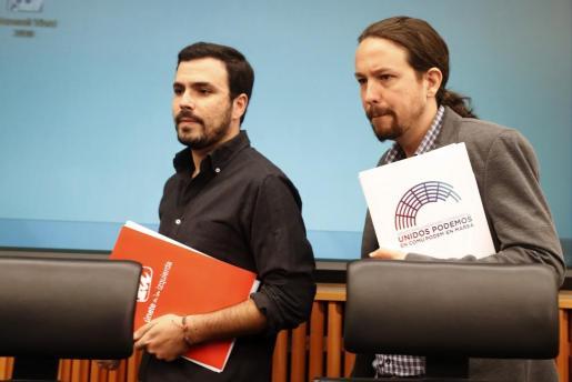 El grupo parlamentario de Podemos y sus confluencias ha anunciado su intención de abrir una ronda de encuentros con el resto de partidos para presentar en los próximos días una moción de censura contra el presidente del Gobierno, Mariano Rajoy, ante la «grave situación institucional».