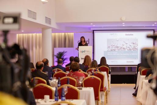 Francina Armengol en la clausura de las jornadas organizadas por la Asociación para el Progreso de la Dirección (APD).