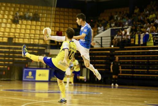 Un lance del encuentro en el Palma Futsal y el Gran Canaria.