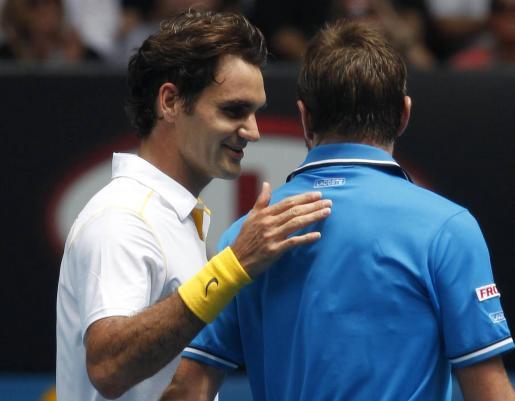 """Roger Federer """"consuela"""" a su contrincante Stanislas Wawrinka."""