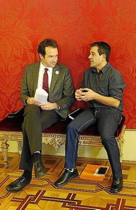 Marc Pons (PSIB) y Nel Martí (Mes por Menorca).