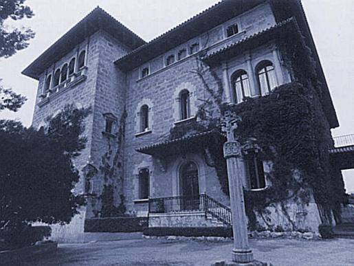 El Palacio de Marivent, poco después de que la Diputaciòn cediera el edificio a los príncipes de España.