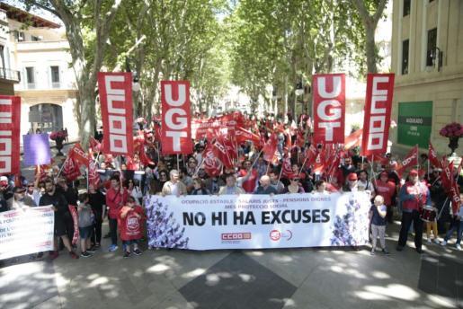 Momento del inicio de la marcha, en Palma, del Día del Trabajo.