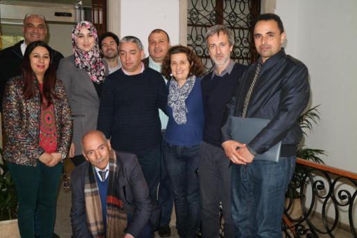 Imagende la delegación de Bouhachem en la Conselleria de Serveis Socials y Cooperació, junto a la consellera Fina Santiago y el director general de Cooperació, Antoni Servera.