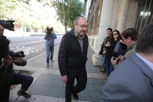 Vicente Escribá, a su llegada a los juzgados.