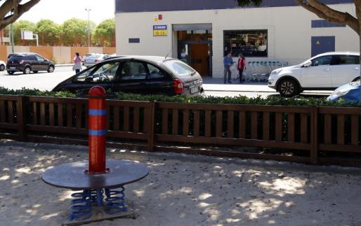 El robo con violencia se produjo en un supermercado de la calle Biniamar.
