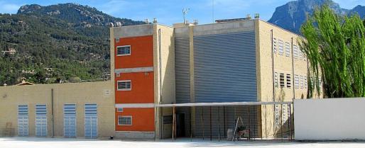 Es el colegio más nuevo de Sóller y está situado junto al torrente, dividido en dos edificios.