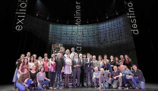 Los protagonistas de la producción 'María Moliner' presentaron este martes este montaje sobre el escenario del Teatre Principal.
