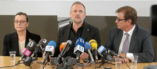 Francesca Mas, Jaume Carot y Llorenç Huguet anunciaron la personación de la UIB en el procedimiento.