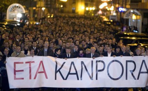 Manifestación masiva de condena tras el asesinato del empresario vasco.