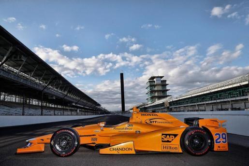 El equipo McLaren ha desvelado este jueves el diseño del coche que conducirá Fernando Alonso durante las 101ª edición de las 500 Millas de Indianápolis