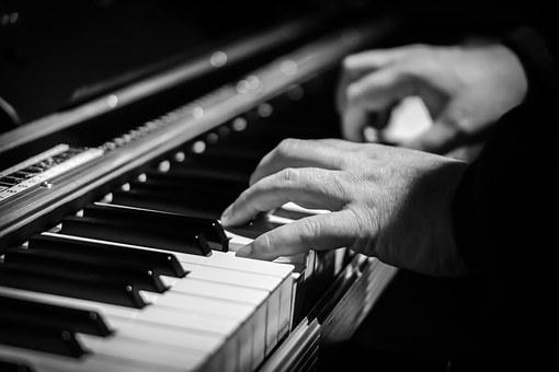 Para este jueves te proponemos ir a un concierto de piano del pianista Lixin Zhang.