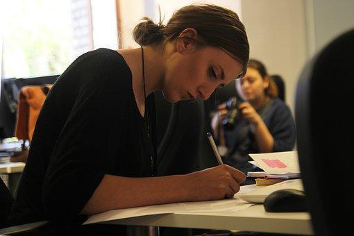 El 28% de las españolas renuncia a tener hijos por su profesión.
