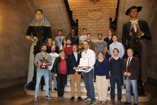 El Ajuntament de Palma rinde homenaje al Ca'n Ventura Palma, líder indiscutible y doble campeón. Ganador de la Superliga y la Copa del Rey de voley.