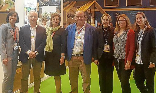 Pilar Carbonell, Rafael Pons, Marga Amat, Joan Tur, Patricia Mandado, Lydia Larrey y Joana Massanet.