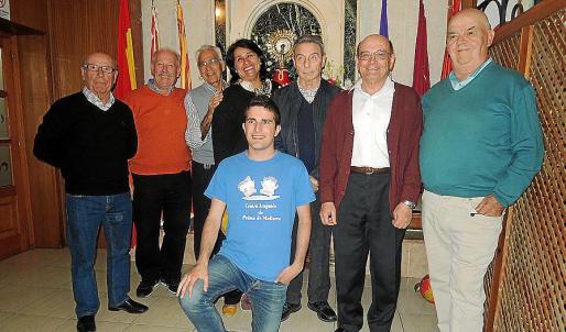 Federico Navarro, Francisco Mota, Pedro Domenech, Luisa Zárate, Santiago Anadón, Emilio José Muniesa y Pedro Lasaosa. Delante: David Garrido.