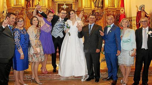 La familia: Juan Oliver, Maria del Carmen Reina, Cristina y Elena Oliver, Juan Manuel Arufe y Mamen Oliver, Héctor y Óscar Arufe, Concha García y Juan Arufe.