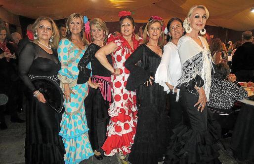 Trini Rodríguez, Antonia Nadal, Rosario González, Rosa Ruesga, Margarita Rosselló, Emilia Rigo y Concha Gómez-Puche.
