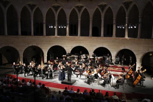 En la imagen, la Orquestra Simfònica de les Balears actuando en el Castell de Bellver.