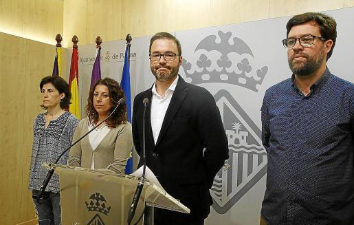 Antònia Martín (Podem), Angélica Pastor (PSOE), José Hila (PSOE) y Antoni Noguera (Més).