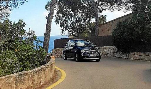 El Fiat 500 con matrícula francesa que se dio a la fuga el lunes.