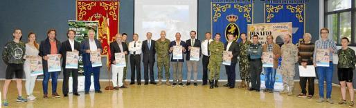 Imagen de los organizadores y patrocinadores del Desafío Fuerzas Armadas, que fue presentado ayer en el Acuartelamiento Jaime II de Palma.