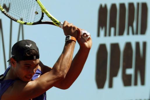 El tenista español Rafael Nadal, durante el entrenamiento en la Caja Mágica de cara a su participación en el Mutua Madrid Open.