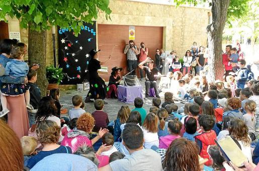 Uno de los cuentacuentos que tuvo lugar este pasado fin de semana en Contesporles.