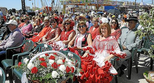 Son Rossinyol acogió la despedida de la Feria, con un espectáculo de caballos y misa.
