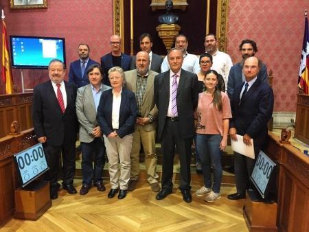El president del Consell de Mallorca, Miquel Ensenyat, con miembros del Cercle d'Economia de Mallorca.