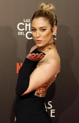 La actriz Blanca Suárez, protagonista de la serie de televisión 'Las Chicas del Cable', primera serie española de Netflix, posando a su llegada al preestreno, en el cine Callao, en Madrid.