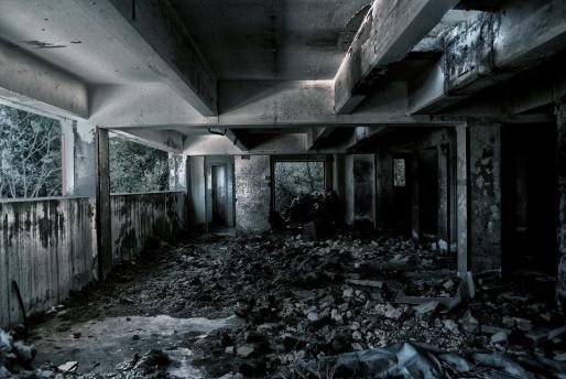 Imagen de archivo de una habitación en ruinas.