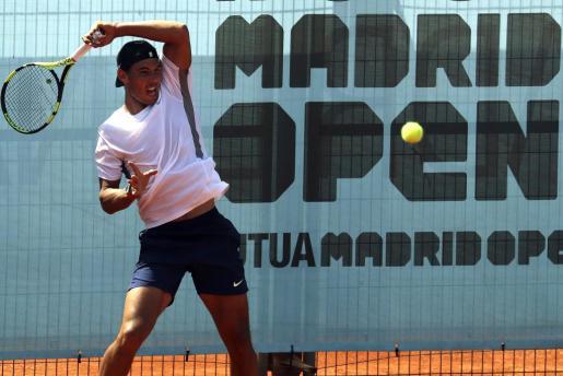 El tenista mallorquín durante el entrenamiento realizado este lunes en la Caja Mágica, donde este martes debutará contra el italiano Fabio Fognini en partido de segunda ronda del Mutua Madrid Open.