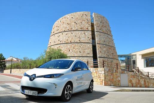El moderno acuario de la Colònia de Sant Jordi nos ha servido de escenario ideal para este vehículo que ha visto incrementada bastante su autonomía.