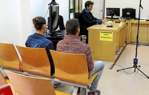 Los dos acusados, este lunes, en el juicio celebrado en el Juzgado de Instrucción número 3 de Inca.