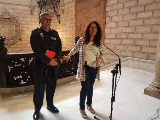 Angélica Pastor, durante la rueda de prensa posterior a la reunión celebrada en el Ayuntamiento de Palma.