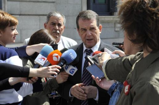 En la imagen, el alcalde de Vigo: «Hemos tenido una respuesta positiva para la reinversión de los 7.000 millones de euros de superávit local».