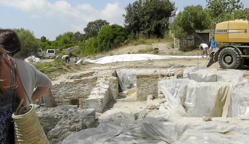 Las termas localizadas a raíz de la reforma de la carretera se protegieron con arena y una capa de geotextil. Así se evitaba el deterioro durante el tiempo que permanezcan tapadas. Se trata de una gran riqueza.