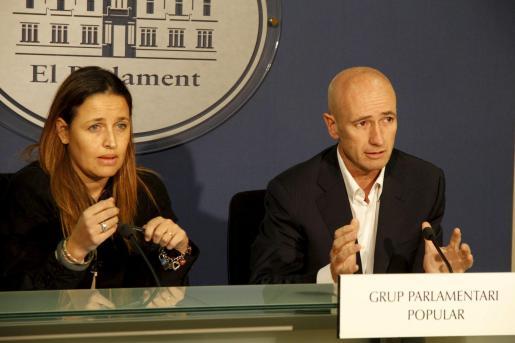 Aina Castillo y Antoni Pastor, durante la rueda de prensa.