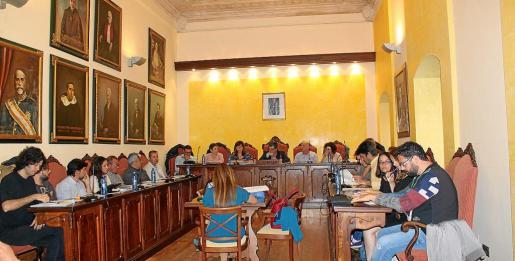 En el pleno ordinario de mayo se debatieron varios puntos de trámite y una serie de mociones.