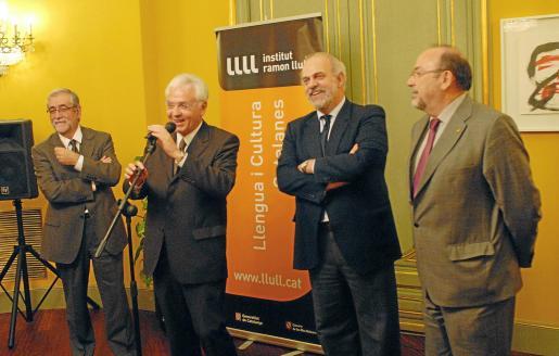 Villatoro, Mascarell, Moragues y Llinàs, en la presentación del nuevo director del Llull.