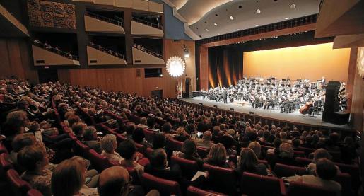 La Orquestra Simfònica y la Banda Municipal de Palma, durante su actuación.