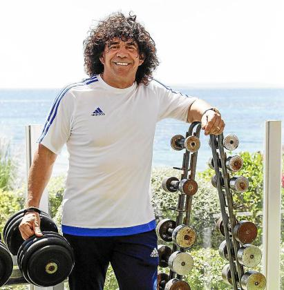 Rafael Tur, propietario, posa en el Nirvana Fitness Beach.