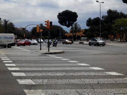 Imagen de uno de los semáforos que han fallado en el Paseo Marítimo.